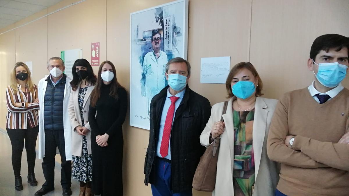 Acto de donación del cuadro en el centro de salud.