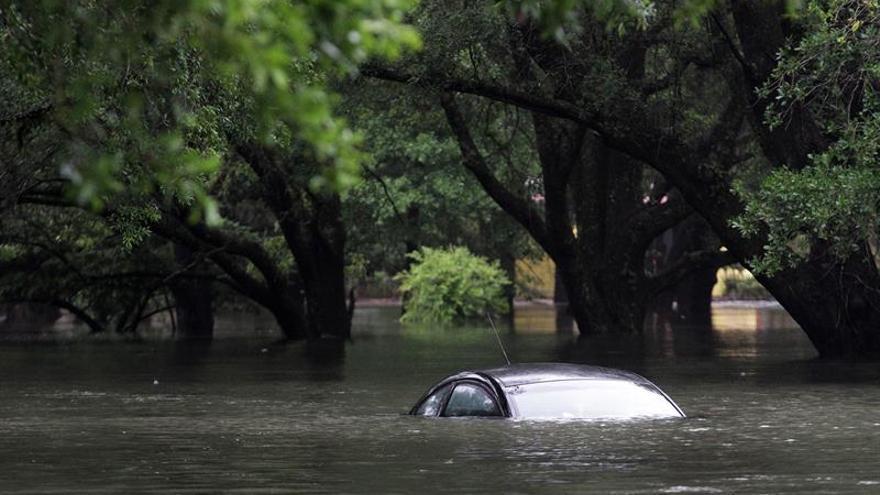 Fuerte tormenta causa inundaciones y corte de electricidad en sur de Florida