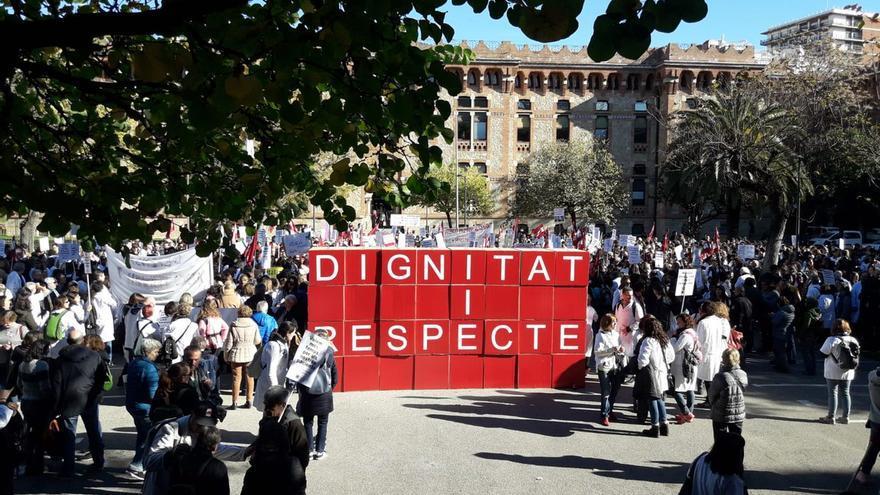 Protesta a las puertas de la conselleria de Salud