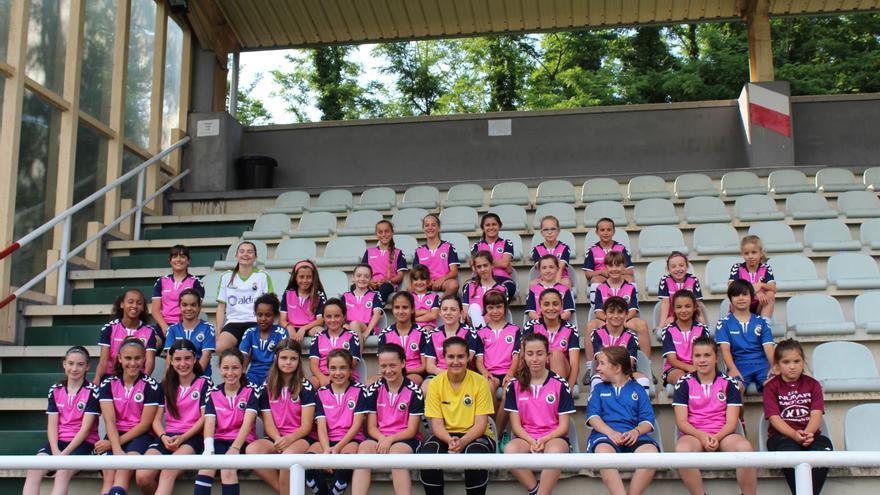 Jugadoras de las categorías base del Racing Féminas.  