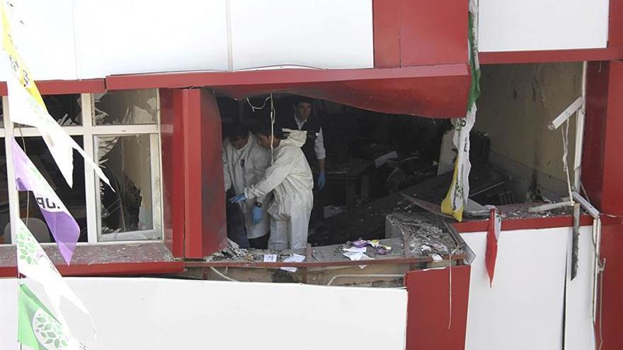 Dos muertos y 16 heridos por la explosión de un coche bomba en el sur de Turquía
