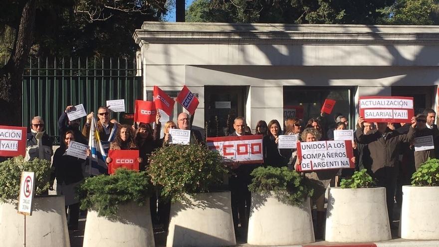 Los casi 7.000 trabajadores públicos en el exterior, llamados hoy a la huelga tras ocho años de congelación salarial