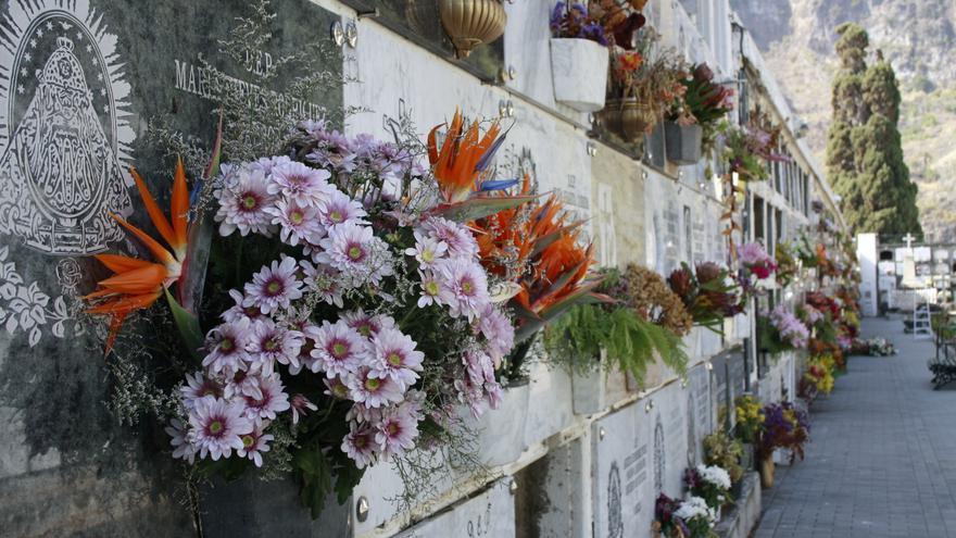 El cementerio de Santa Cruz de La Palma ampliará su horario.
