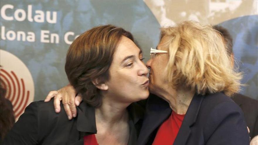 Las alcaldesas de Barcelona y Madrid, Ada Colau y Manuela Carmena, en una foto de archivo