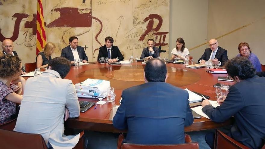 El Govern estudia medidas contra De Alfonso por gastos en viajes al frente de la Oac