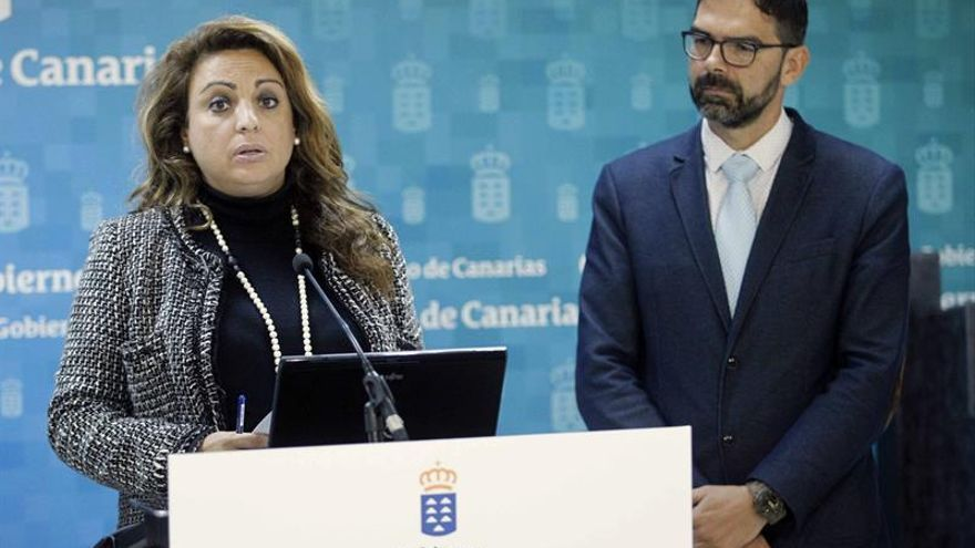 a consejera de Empleo, Políticas Sociales y Vivienda del Gobierno de Canarias, Cristina Valido, y el director territorial de la Inspección de Trabajo y la Seguridad Social de Canarias, Francisco Guindín.