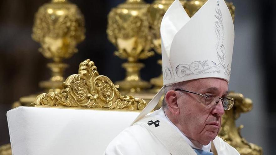 """El papa critica la """"orfandad espiritual"""", un """"cáncer que corroe el alma"""""""