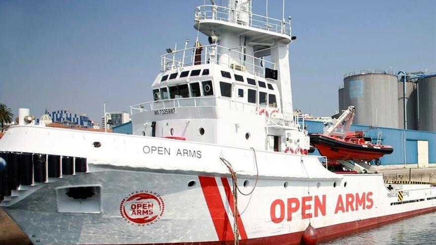 El Open Arms llega hoy a Barcelona tras 4 días de travesía con 60 inmigrantes