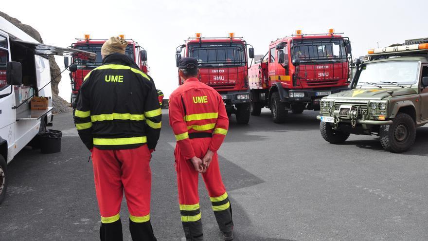 Despliegue terrestre para ayudar a controlar y extinguir el incendio. 8Ángel Sarmiento).