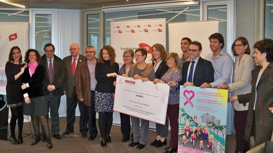 Acambi entrega 50.000 euros a la investigadora María del Mar Vivanco para mejorar las terapias contra el cáncer de mama