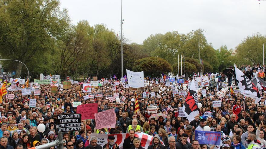 Decenas de miles de personas abarrotaron la Plaza de Neptuno FOTO: Raquel Gamo
