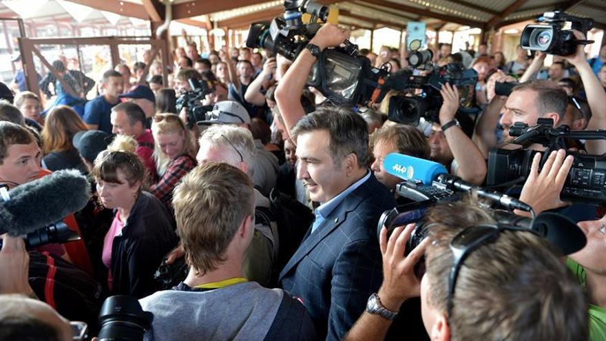 Policía bloquea la entrada a Ucrania del autobús en el que viaja Saakashvili