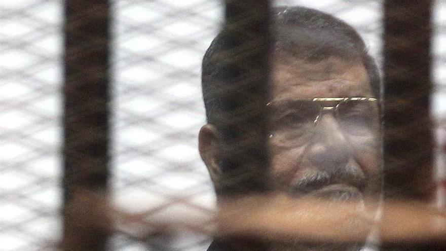 Un tribunal egipcio condena de nuevo a cadena perpetua a Mursi por espionaje