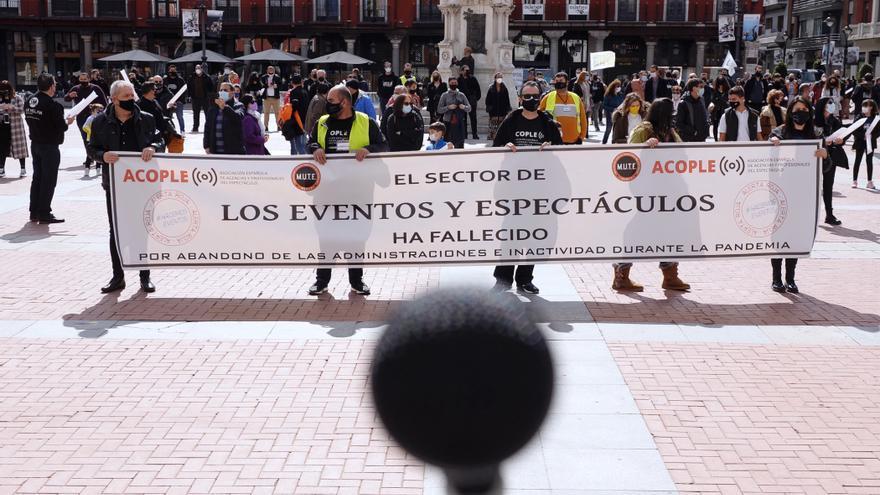 """Trabajadores del espectáculo salen a las calles porque """"ya no podemos más"""""""