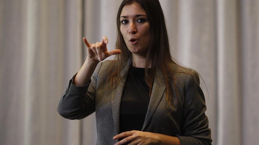 El Pleno del Parlamento del lunes contará con intérprete en lengua de signos