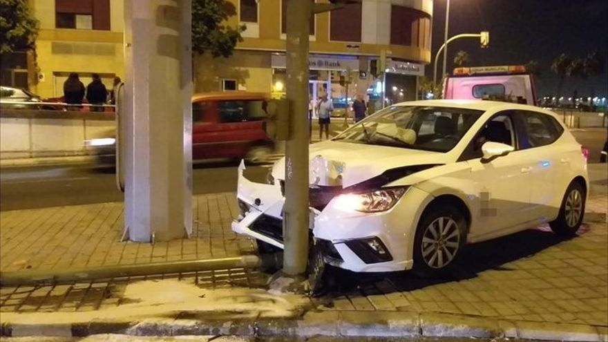 Accidente a la salida del túnel Julio Luengo, en Las Palmas de Gran Canaria.