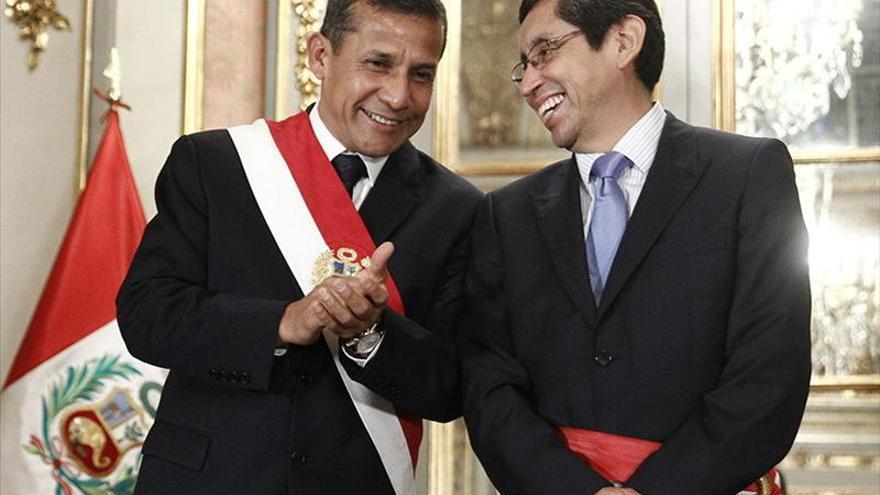 Cada niño que nazca en Perú tendrá seguro médico, anuncia el ministro de Salud