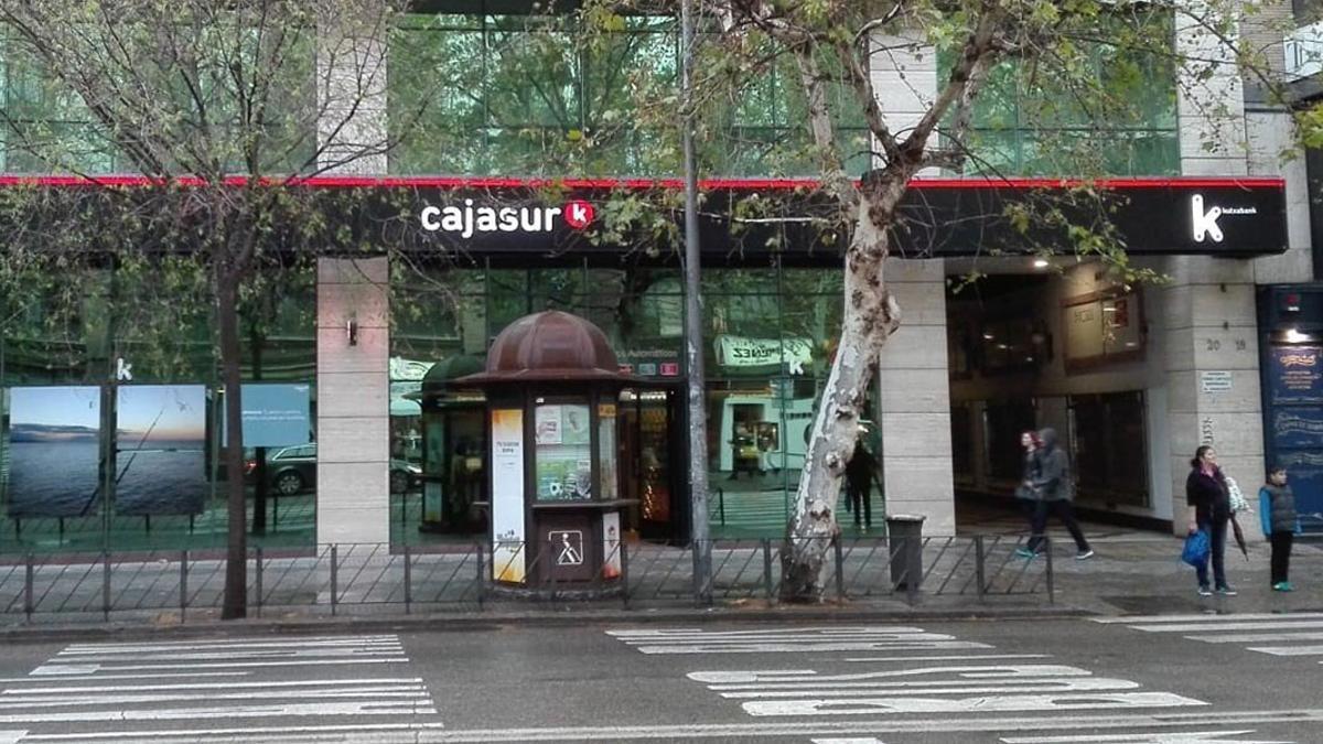 Oficina de Cajasur en Ronda de los Tejares.