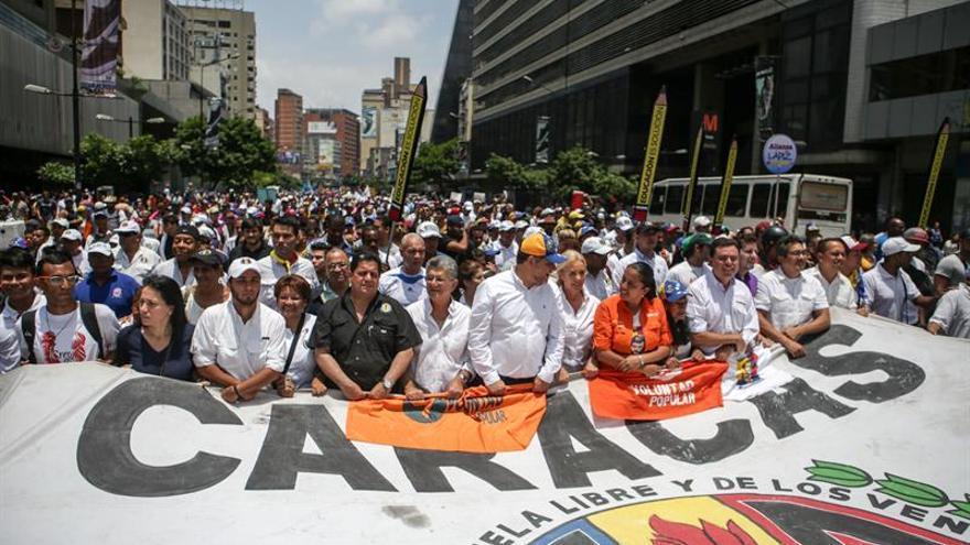 """Opositores venezolanos comienzan """"plantón"""" en varias ciudades del país"""