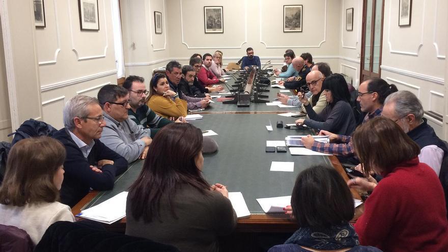 Pere Fuset preside la reunión de la Mesa de Diálogo Fallero