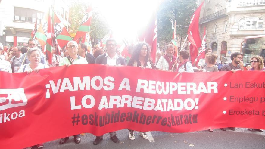 """CCOO dice que Gobierno vasco está """"más pendiente"""" de lo que pasa en Madrid que en negociar con sus funcionarios públicos"""