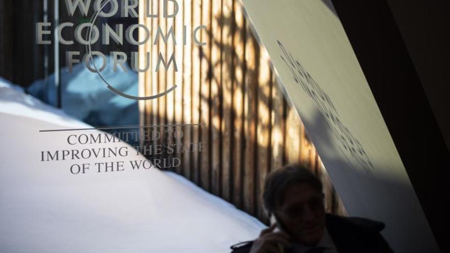 Imagen del logo de la 50 edición anual del Foro Económico de Davos, donde hoy se habló del futuro y retos del blockchain.
