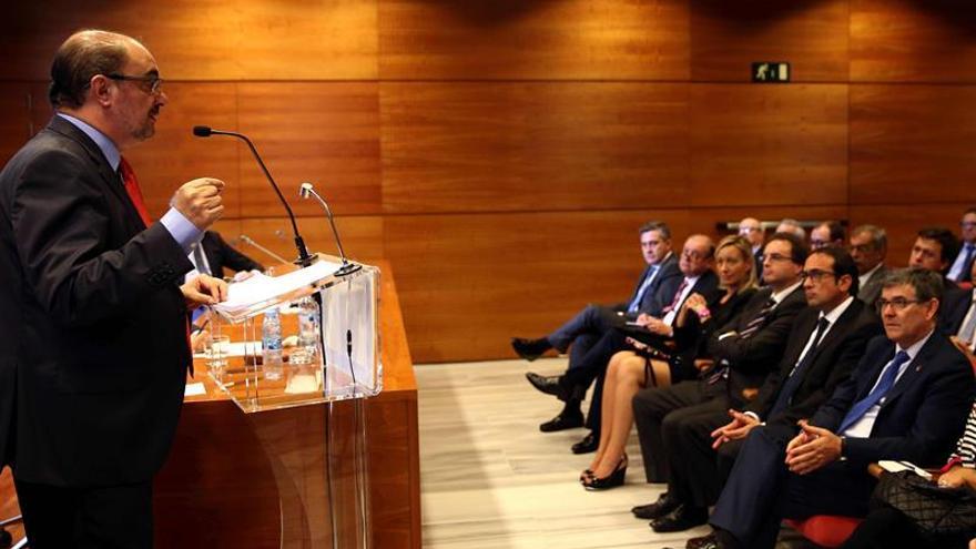 Lambán apela en Cataluña a la unidad y defiende una reforma constitucional