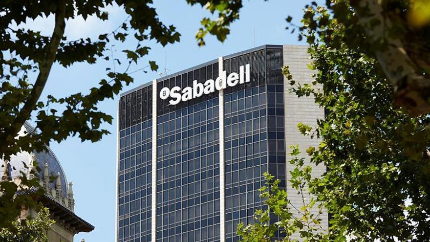 Intersindical-CSC critica la marcha del Sabadell que sitúa en ámbito político