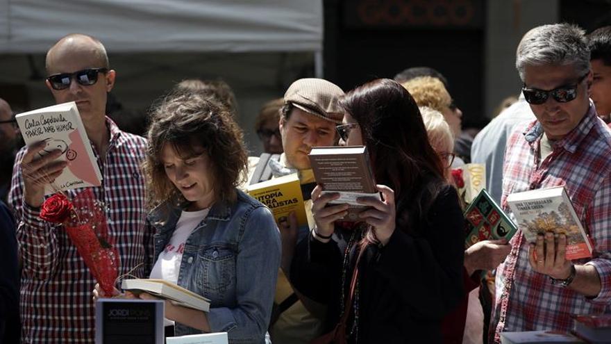 La Ciudad de los Prodigios revive en un masivo Sant Jordi dominical