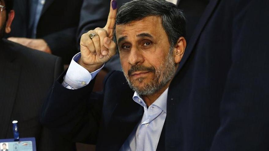 Ahmadineyad se registra como candidato a las presidenciales de Irán