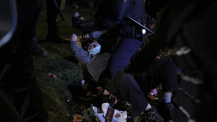 Más retenidos por los agentes durante los episodios de violencia / Olmo Calvo