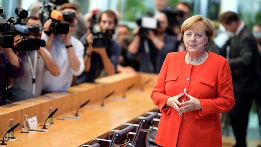 """Merkel exige liberar a los alemanes presos en Turquía """"sin justificación"""""""