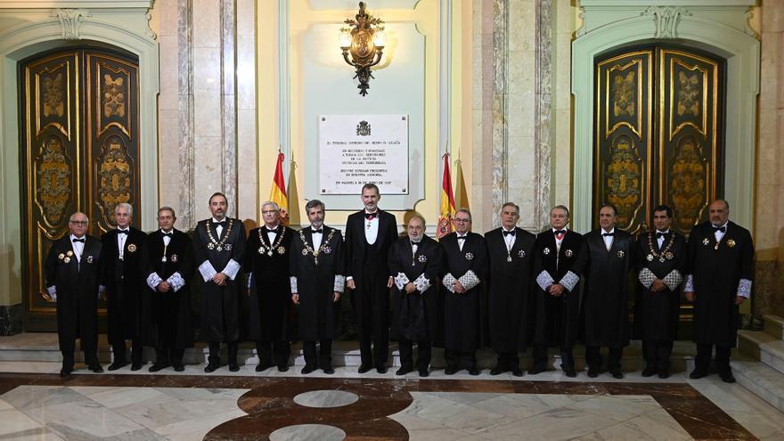 El rey Felipe VI, y el presidente del Tribunal Supremo Carlos Lesmes, en el acto de apertura del año judicial EFE/FERNANDO VILLAR/Archivo