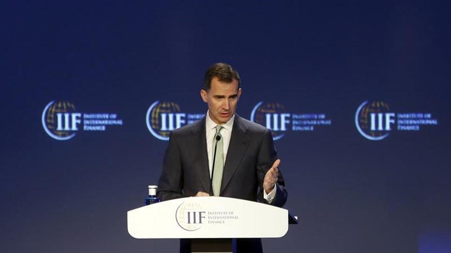 Rey espera que la vuelta al crecimiento sirva para aliviar el paro en España