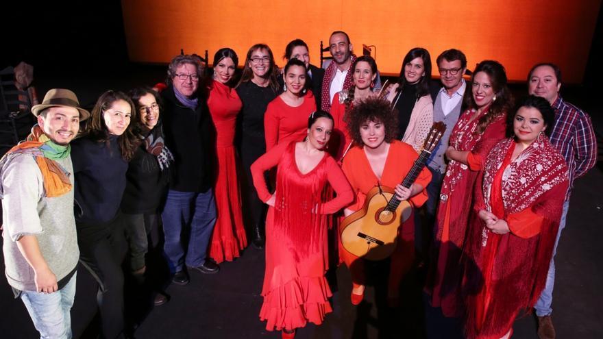 El espectáculo 'Mehstura. Mujeres del flamenco' ha presentado un original montaje, con siete artistas sobre el escenario