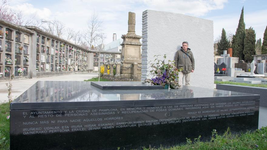 Panteón por los fusilados durante el franquismo no identificados en el cementerio municipal de Pamplona.