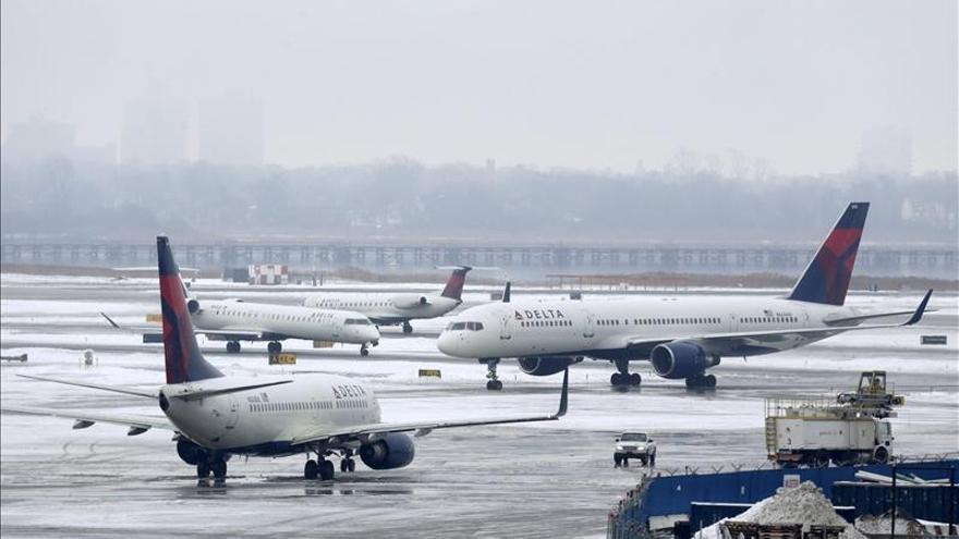 Reabre el aeropuerto JFK de Nueva York tras un pequeño incidente por el hielo