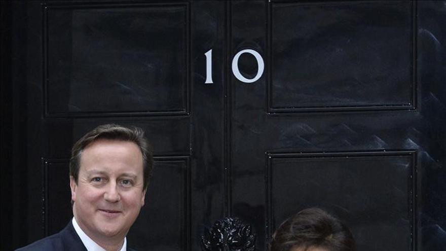 """Cameron califica de """"decisión difícil"""" el recorte de empleos en BAE Systems"""