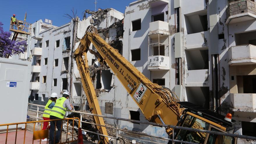Demolición de las antiguas viviendas de Tamarecite