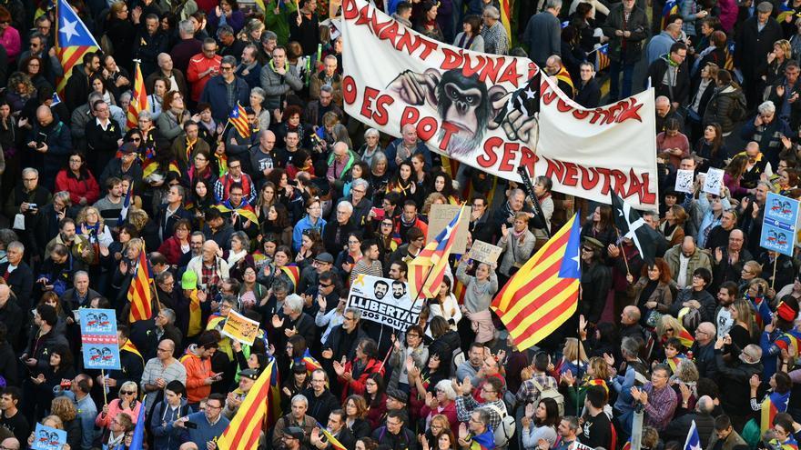 """Pancarta en la manifestación por la libertad de los presos: """"Delante de una injusticia no se puede ser neutral"""""""