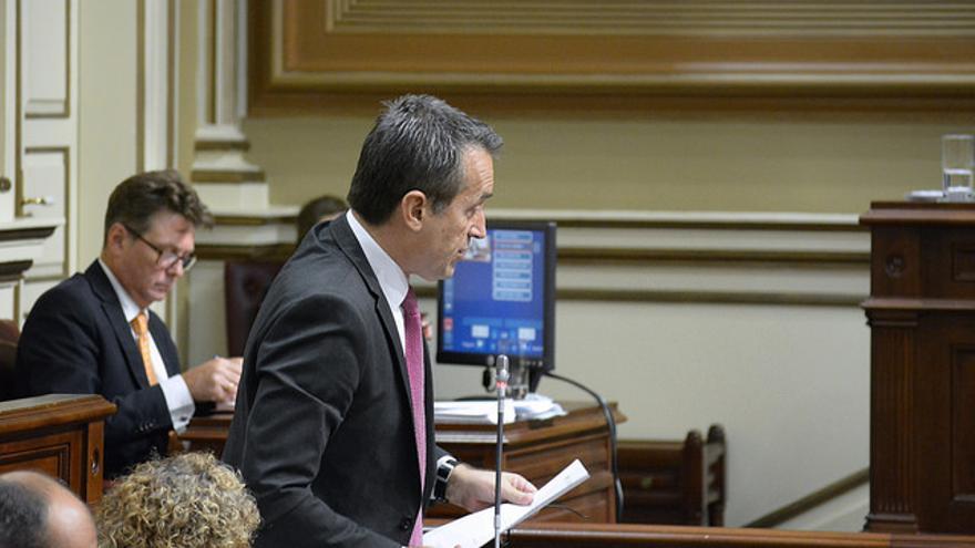 José Miguel Ruano en un pleno del Parlamento de Canarias