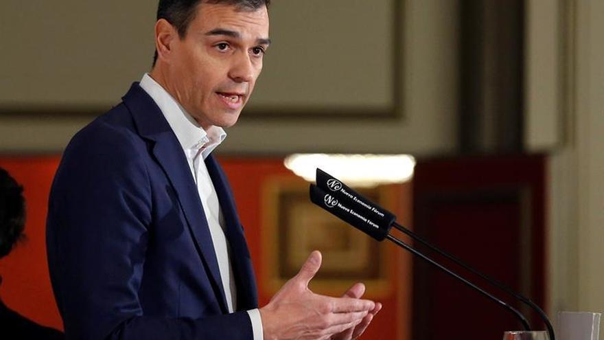Sánchez propone dos impuestos a la banca para que sostenga las pensiones
