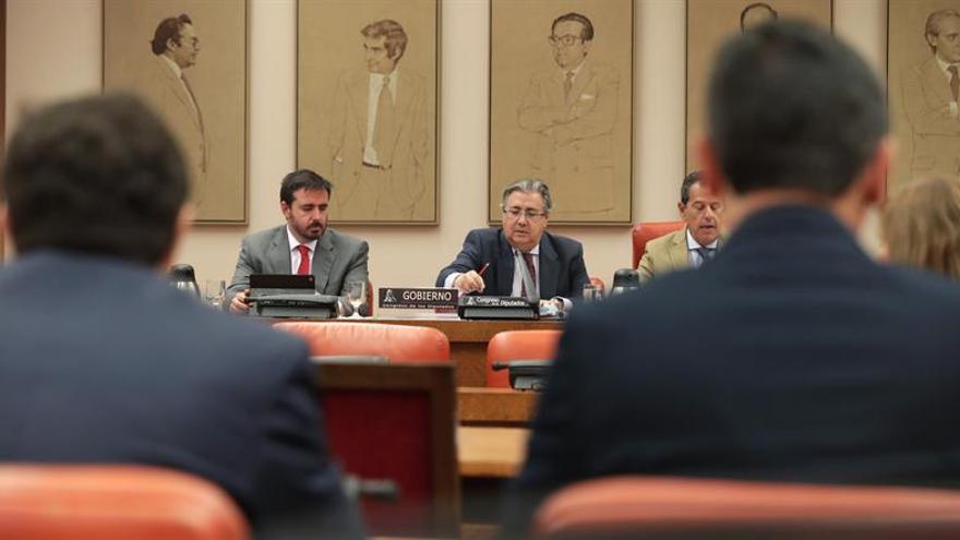 Zoido: Los CIE no pueden desaparecer para evitar problemas de orden público