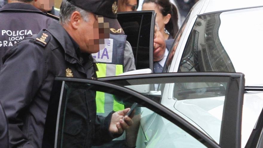 El alcalde de Granada sale detenido del Ayuntamiento