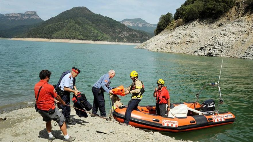 Unas 120 personas entre voluntarios y emergencias rastrean el pantano de Susqueda