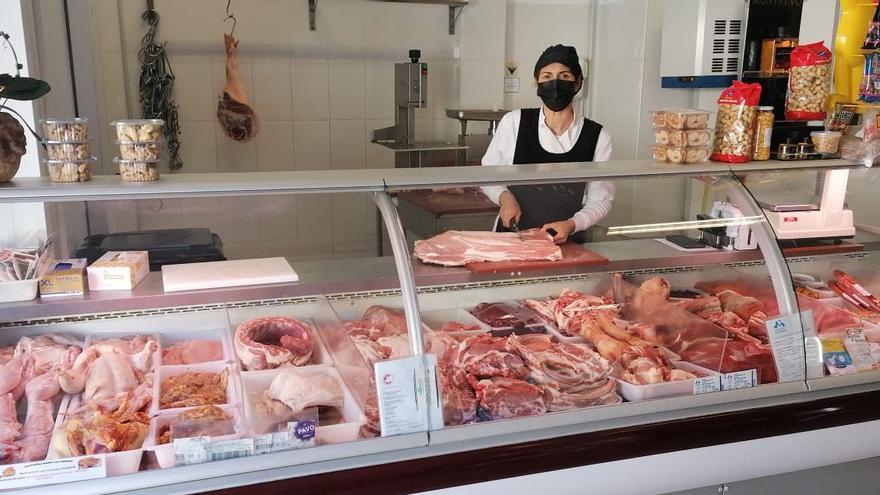 La carne palmera que vende Elia en Fuencaliente tiene fama en Canarias