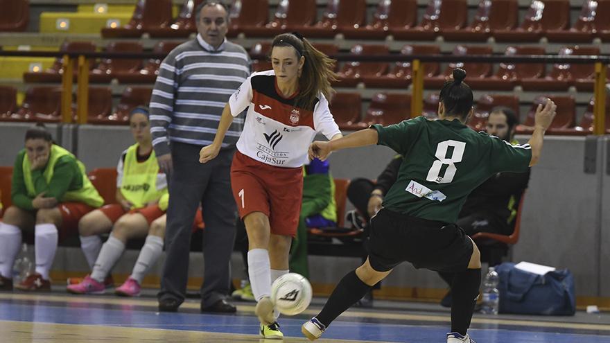 Un lance del duelo entre el Deportivo Córdoba y el Estudiantes.   TONI BLANCO