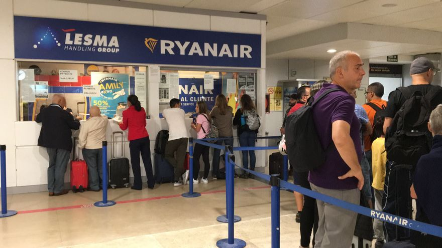 Pasajeros afectados por cancelaciones de vuelos en la huelga del 28 de septiembre