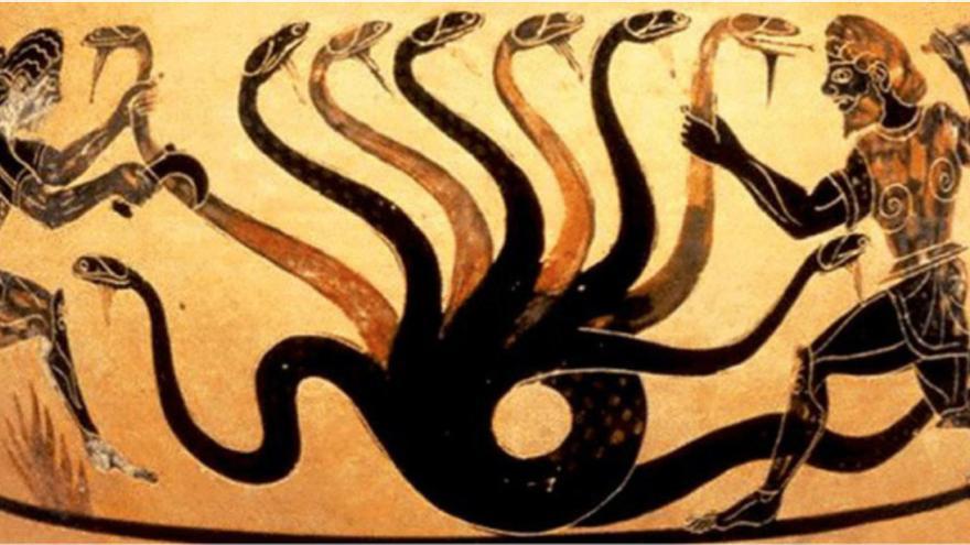 La famosa Hidra de Lerna, un antiguo y despiadado monstruo acuático ctónico con forma de serpiente policéfala y aliento venenoso