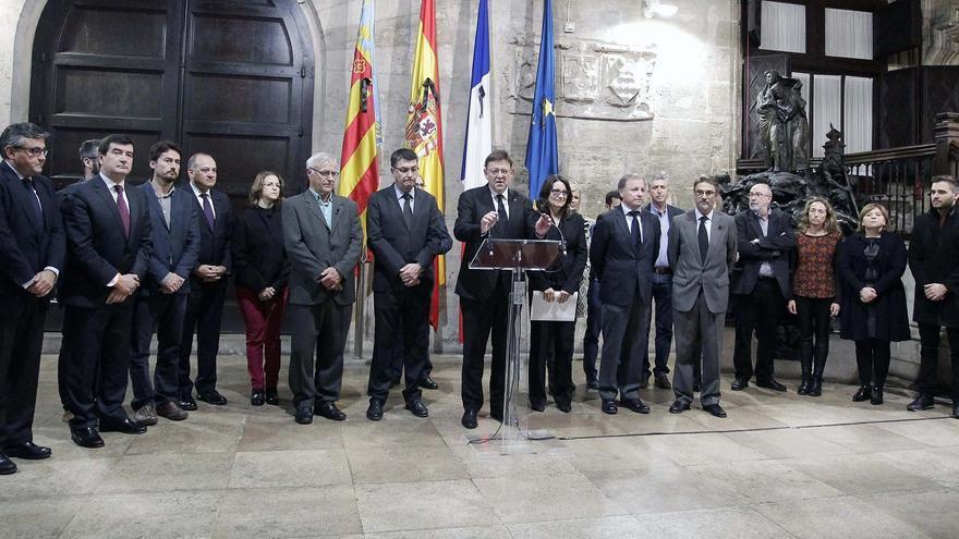 El president Puig junto a la vicepresidenta Mónica Oltra, el presidente de las Corts, Enric Morera, el alcalde de Valencia, Joan Ribó, y otras autoridades valencianas